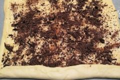 Pâte à brioche avec crème pâtissière et chocolat