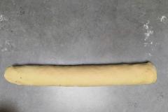 Pâte à brioche roulée avec crème pâtissière et chocolat
